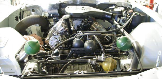 Atelier-Amedee-mecanique auto Perpignan Citroen SM de course 22