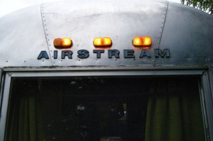CAMPING AIRSTREAM - ATELIER AMEDEE - MECANIQUE AUTO ANCIENNE - PERPIGNAN (25)